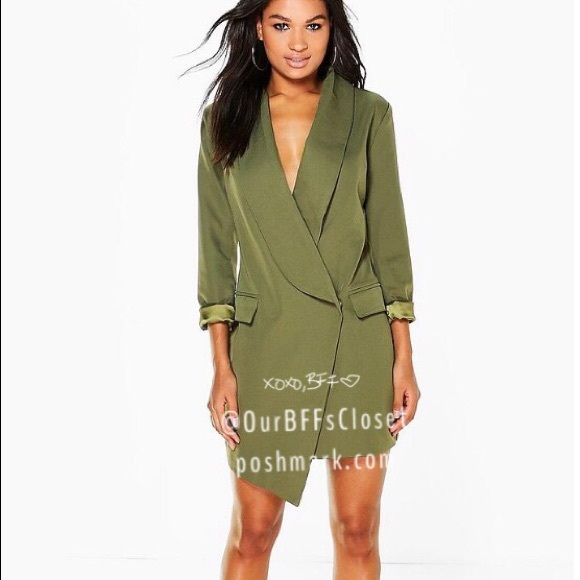 a20cbe8f33 Boohoo Dresses   Skirts - NWT Boohoo green deep-v sexy blazer dress
